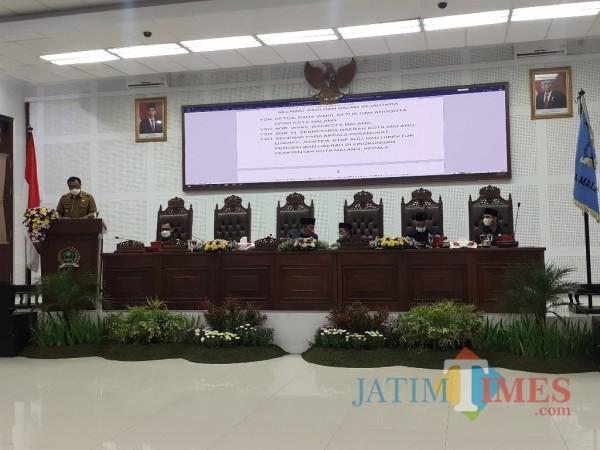 Rapat Paripurna di Ruang Sidang DPRD Kota Malang, Senin (8/3/2021). (Arifina Cahyanti Firdausi/MalangTIMES).