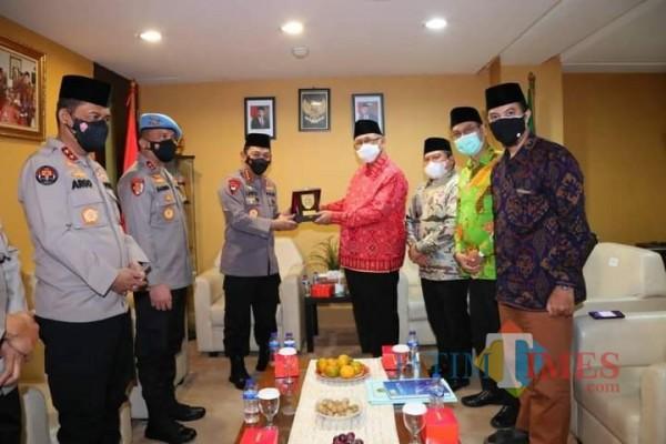 Kapolri Jenderal Pol. Sigit Listyo Prabowo bersilaturrahim ke DPP LDII, disambut Ketua Umum DPP LDII, Chriswanto Santoso dan jajaran pengurus