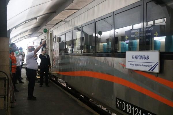 Gerbong KA Kertanegara yang diberangkatkan secara perdana di Stasiun Malang, Rabu (10/3/2021). (Foto: Humas PT KAI Daop 8 Surabaya)