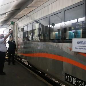 Perdana, KA Kertanegara Berangkat dari Stasiun Malang