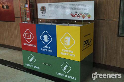 Salah satu dropbox limbah B3 elektronik yang ada di kantor KLHK. (foto: Greeners.co)