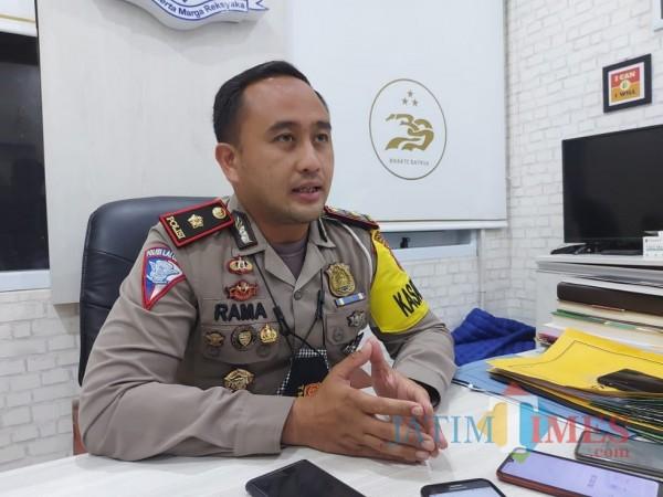 Kasat Lantas Polresta Malang Kota Kompol Ramadhan Nasution saat ditemui awak media di ruangan kerjanya, Rabu (10/3/2021). (Foto: Tubagus Achmad/ MalangTIMES)