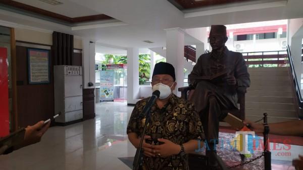 Wali Kota Blitar Santoso meminta maaf terkait video dangdutan yang viral. (Foto: Aunur Rofiq/BlitarTIMES)