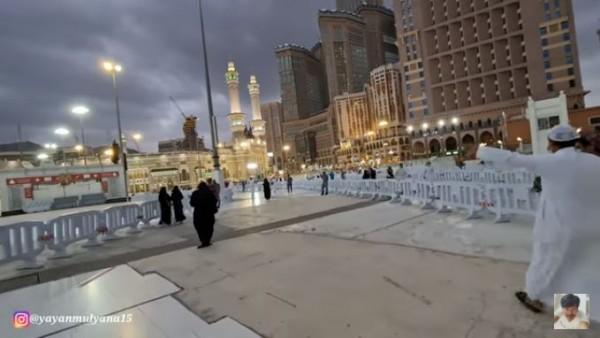 Suasana detik-detik azan magrib di Masjidil Haram (Foto: YouTube Alman Mulyana)