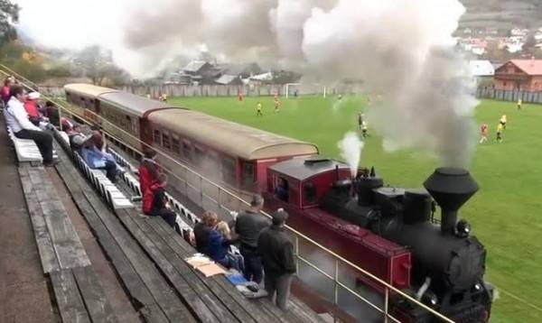 Stadion unik di Slovakia yang dilewati rel kereta api (Istimewa).