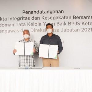 Jajaran Direksi dan Dewas BPJAMSOSTEK Tandatangani Pakta Integritas