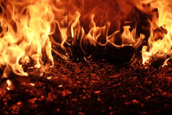 Ilustrasi api neraka (unspalsh)