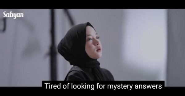 Potret Nissa Sabyan di video musik terbaru Sabyan-Sapu Jagat. (Foto: Screen Shoot Youtube Sabyan).