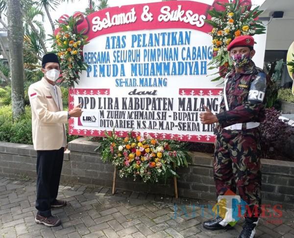 Sekretaris Pimpinan Daerah Pemuda Muhammadiyah Kabupaten Malang, Ana Ahsanul Huda (kiri) usai pelantikan PCPM (Hendra Saputra/ MalangTIMES)