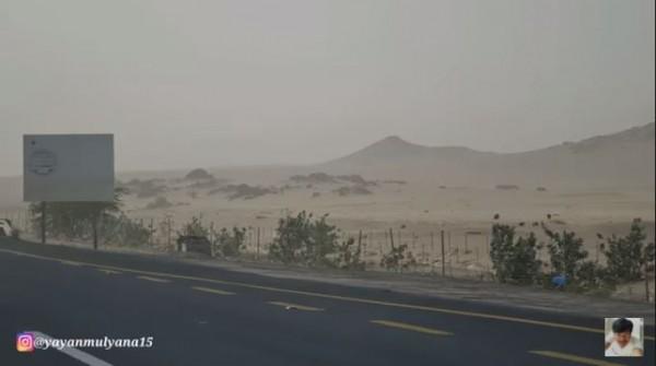 Badai debu di Makkah (Foto: YouTube Alman Mulyana)