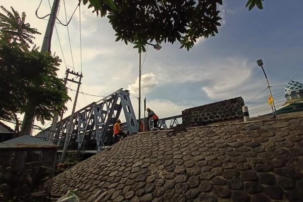 Jembatan Bandar Ngalim atau biasa disebut dengan jembatan baru, dalam waktu dekat akan segera direkonstruksi. (Foto: Ist)