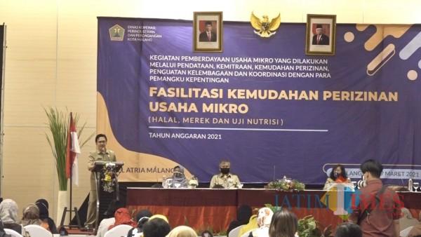 Kepala Diskopindag Kota Malang Muhammad Sailendra ST MT saat memberikan sambutan dalam kegiatan Fasilitasi Kemudahan Perizinan Usaha Mikro. (Foto: Anggoro Sudiongko/MalangTIMES)