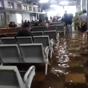 Dampak Hujan Lebat di Kota Malang, Air Menggenangi Stasiun Malang Kota Baru