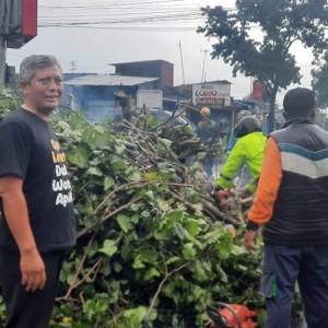 Banjir Kembali Terjadi, Wakil Ketua DPRD Kota Malang Turun Lapangan Bersih-Bersih