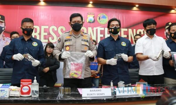 Press Release yang digelar di Polda Jatim (Foto: SurabayaTIMES).