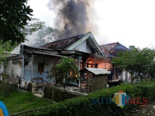 Rumah yang terbakar di desa Selok Awar-awar (Foto : BPBD Lumajang / Jatim TIMES)