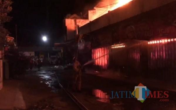 Pasar Campurdarat yang terbakar hebat / Foto : Gatot / Tulungagung TIMES