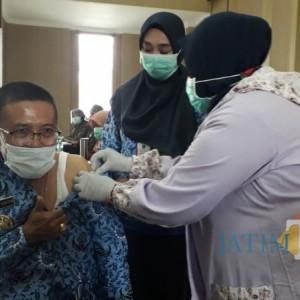 Wakil Wali Kota Batu, Punjul Santoso Lakukan Vaksinasi Dosis Kedua