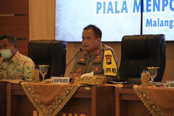 Kapolres Malang AKBP Hendri Umar saat memimpin rakor penyelenggaraan Piala Menpora 2021 (foto: Humas Polres Malang for MalangTIMES)