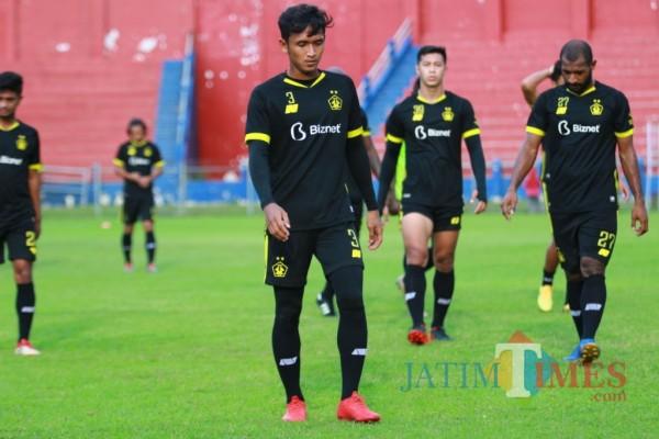 Pemain Persik Kediri saat berlatih di Stadion Brawijaya.(eko arif s/Jatimtimes)