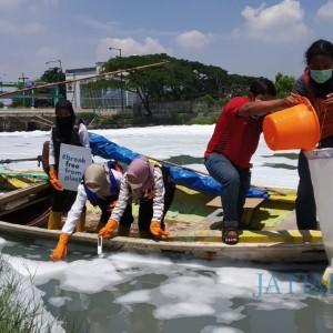 Tercemar Phospat, Sungai Tambak Wedi Terancam Buyar