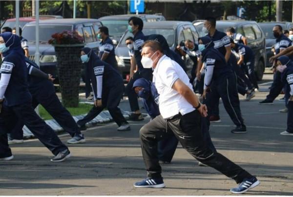 Wakil Bupati Malang Didik Gatot Subroto (kaos putih) saat mengikuti senam beberapa waktu lalu. (Foto: Istimewa)