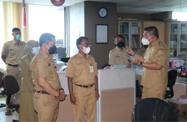 Wakil Bupati Malang Didik Gatot Subroto (paling kanan) saat aktif melakukan peninjauan ke sejumlah OPD yang ada di lingkungan Pemkab Malang. (Foto: Istimewa)