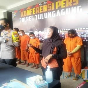 Mengenal Interpreter, Penerjemah Dalam Konferensi Pers di Polres Tulungagung