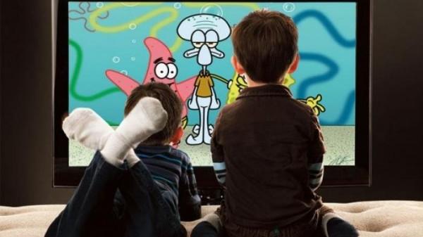 Ilustrasi anak sedang nonton kartun (Foto : Internet)