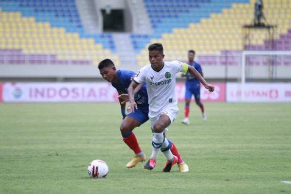 Arema FC melawan Tira Persikabo berakhir seri 1-1 di Stadion Manahan, Solo, Jawa Tengah, Minggu, (21/3/2021). (Foto istimewa)