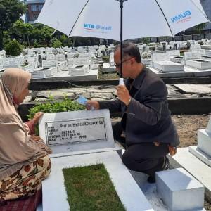 Tak Lupakan Sejarah, Rektor UIN Malang Ziarah ke Makam Pendiri Kampus