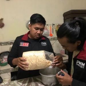 Peduli Lingkungan, Mahasiswa Muhammadiyah Malang Jadikan Limbah Kayu sebagai Pewarna
