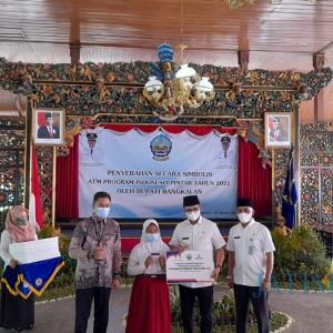 24 Ribu Siswa di Bangkalan Terima ATM Bantuan PIP