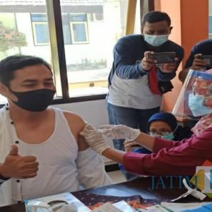 Sempat Dikeluhkan, Kades di Tulungagung Akhirnya Dapat Suntikan Dosis Pertama Vaksinasi Covid-19