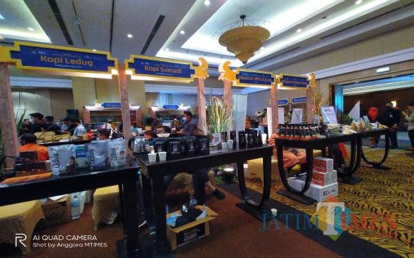 Salah satu UMKM yang bergerak di bidang perekonomian pada kegiatan Karya Kreatif Indonesia (KKI) 2021 di Hotel Santika (24/3/2021)(Anggara Sudiongko/MalangTIMES)