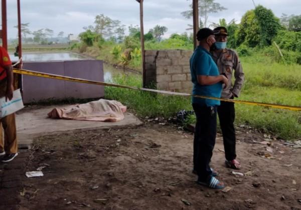 Wanita yang ditemukan tewas saat dievakuasi oleh anggota Kepolisian (foto: istimewa)