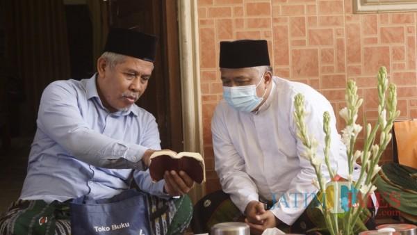 Keliling-Malang-Ketua-DPW-PKS-Jatim-Bagikan-Bantuan-ke-Kampung-Berprestasi54b55f24cddadc2f.jpg