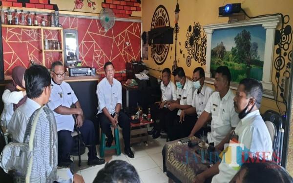 Kepala Desa se-Kecamatan Kauman saat diskusi SPPT-PBB dan kenaikan NJOP / Foto : Istimewa / Tulungagung TIMES