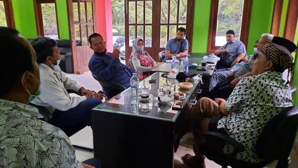 Komisi B DPRD Kota Malang saat menemui pedagang Pasar Besar. (Foto: Istimewa).