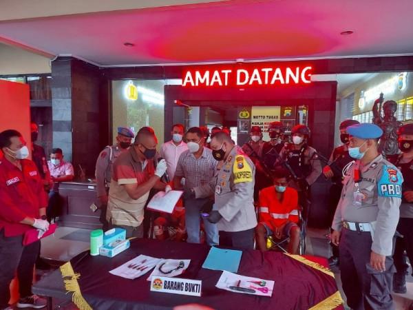Waka Polres Malang Kota AKBP Totok Mulyanto Diyono dalam konferensi pers, Kamis (25/3/2021) (foto: istimewa)