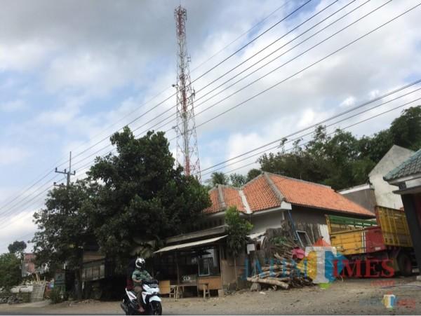 Salah satu tower yang ada di Kabupaten Malang. (Foto: Ashaq Lupito/JatimTIMES)