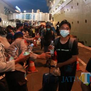 Bertolak dari Pelabuhan Tanjung Perak, Ribuan Kader HMI Dikawal Ketat Polisi