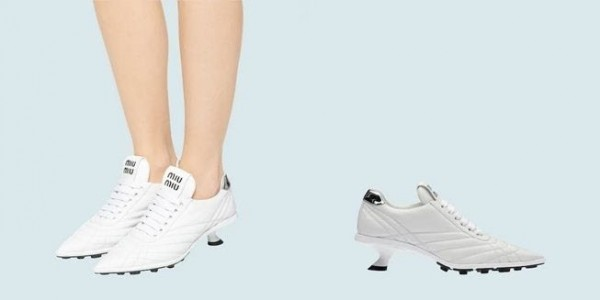 Sneakers ber-heels mirip sepatu bola. (Foto: Miu Miu).