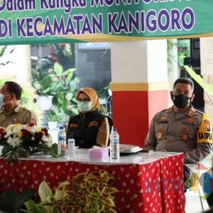 Tekan Kasus Covid-19, Bupati Rini Monitoring dan Beri Pembinaan Satgas Desa