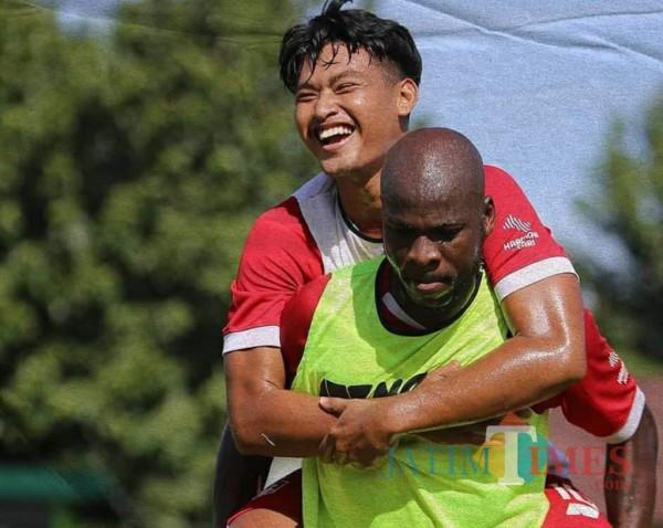 Pemain Persik melakukan latihan fisik (Foto: Istimewa).