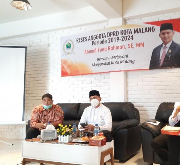 Anggota Komisi C DPRD Kota Malang, Ahmad Fuad Rahman (baju putih) saat acara reses bersama aktivis sosial peduli disabilitas Kota Malang. (Foto: Istimewa).