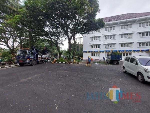 Halaman Mini Block Office Kota Malang yang nantinya bakal dijadikan lokasi vaksinasi lansia secara drive thru, Selasa (30/3/2021). (Foto: Tubagus Achmad/MalangTIMES)