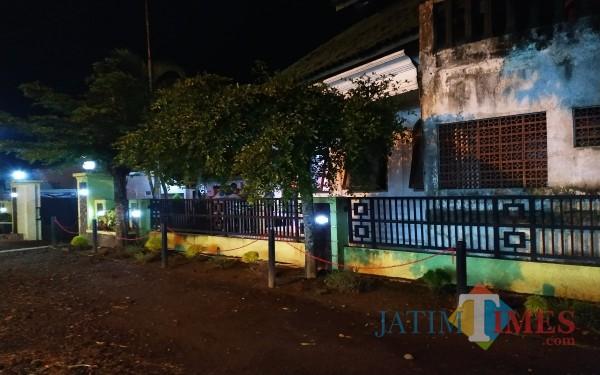 Tak ada lagi banner Penolakan yang terpasang di depan Kecamatan Sumbergempol/ Foto : Anang Basso / Tulungagung TIMES