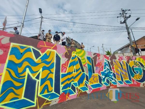 grafiti-Jembatan-Kedungkandang-26a9f63f708d325ee.jpg