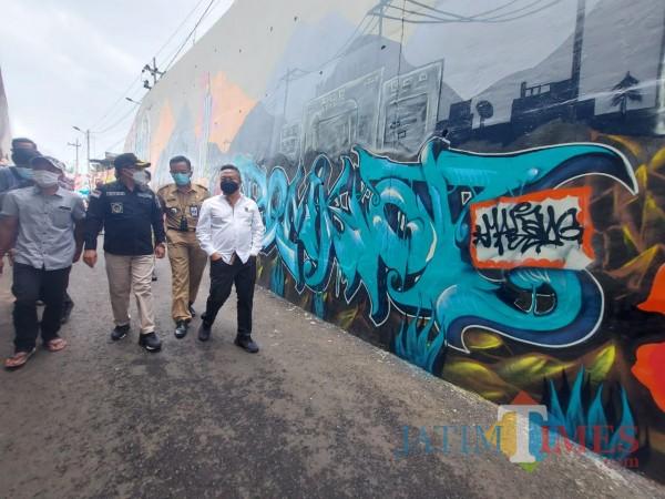 grafiti-Jembatan-Kedungkandang-34d3a8392d56d1dd1.jpg